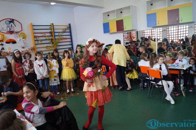 """Elevii de la Şcoala Gimnazială """"Mircea Vodă"""" au redat  frumuseţea şi bogăţia toamnei"""